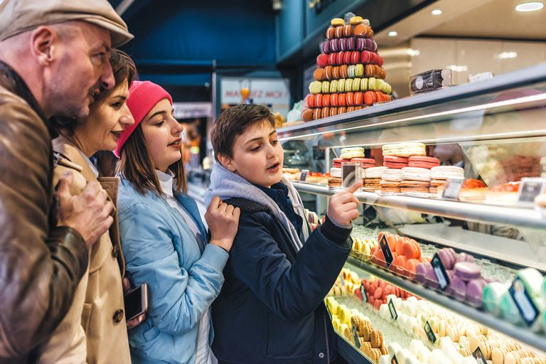Family shopping for macarons