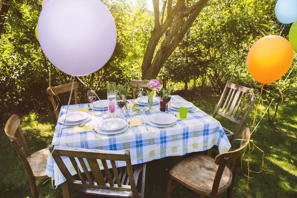 Inexpensive Party Decorations Backyard A With Balloons Getty Images