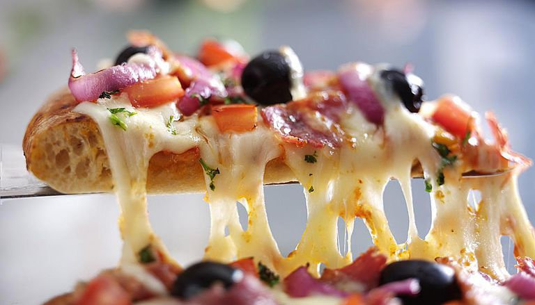 Cheesy Pizza with Olives, Tomato, Pepper & Herbs