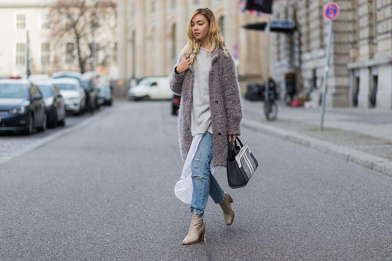 Street style in frayed hem jeans