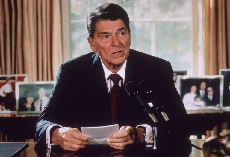 American president Ronald Reagan makes an announcement from his desk at the White House, c. 1985