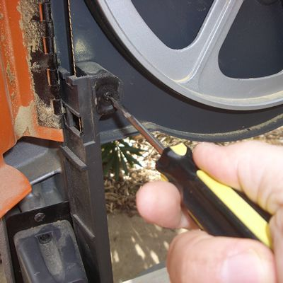 How to properly change band saw blades removing the rear band saw blade guard greentooth Choice Image