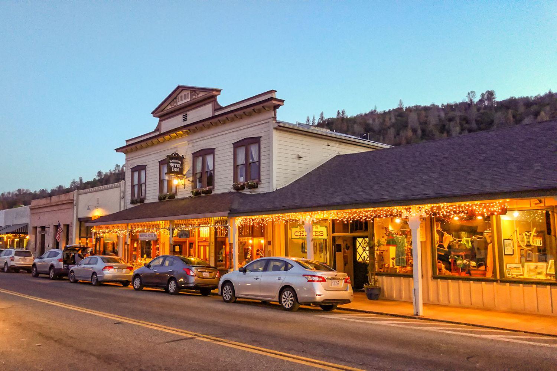 Yosemite Area Hotels Along Highway 140 El Portal