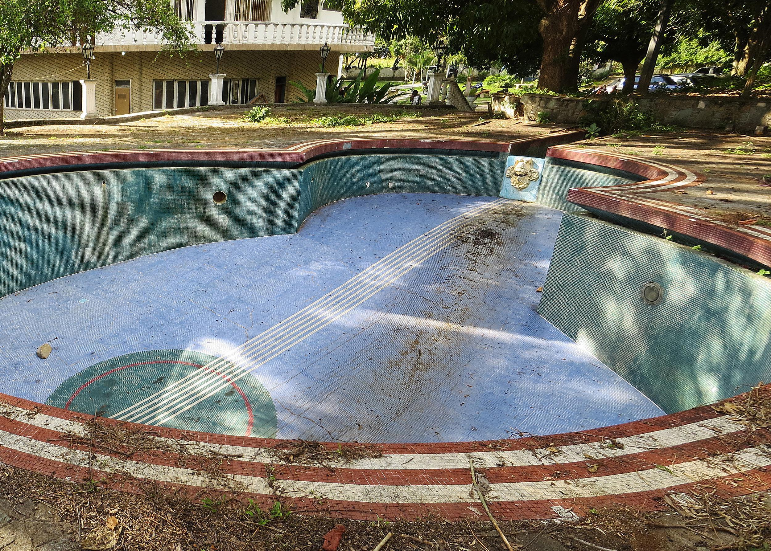 Using spanish object pronouns redundantly - Swimming pool in spanish language ...