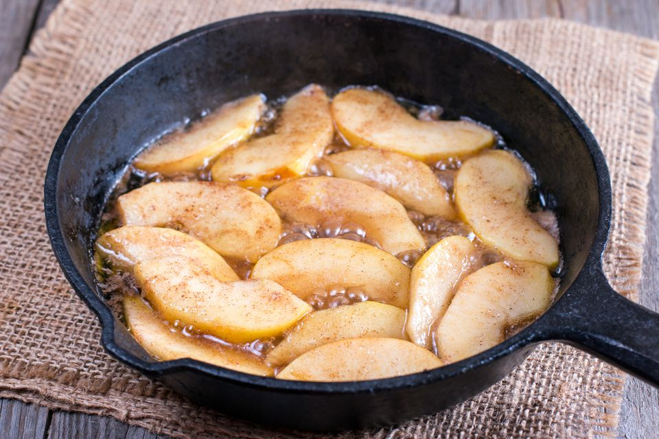 Cooking apple in a frying pan
