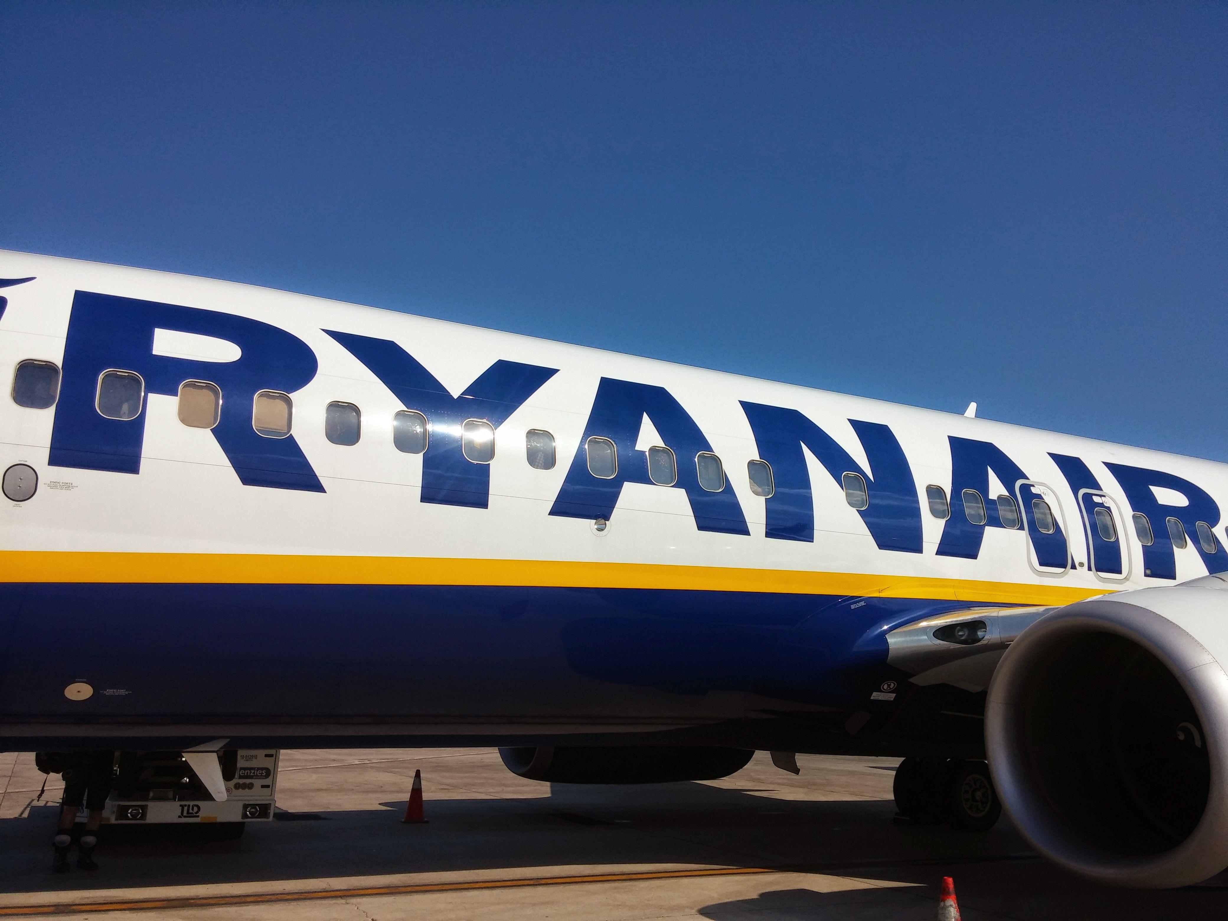 bt ryanair Eu warns ryanair on cancellation reimbursement, compensation reuters staff 1 min read brussels (reuters) - ryanair has to comply with eu passenger rights.