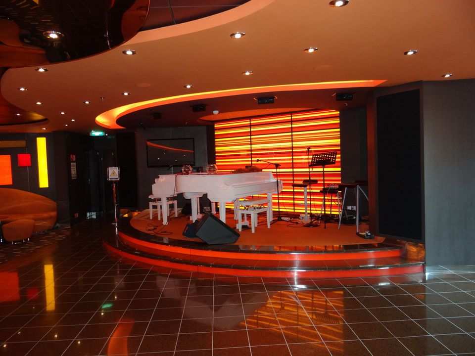MSC Divina - Golden Jazz Bar