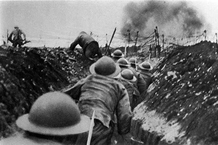 First World War: soldiers of the English infantry in France, running out of their trenches at the signal to assault. Somme, France, 1916.