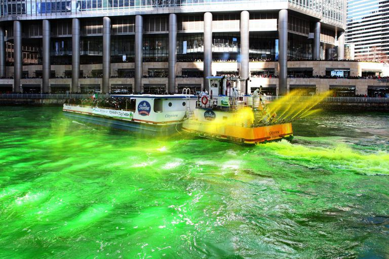 The Chicago River Goes Green For St. Patrick's Day 2017