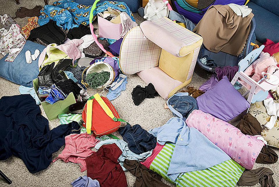 Decluttering--7-Things-to-Throw-Away-Today.jpg