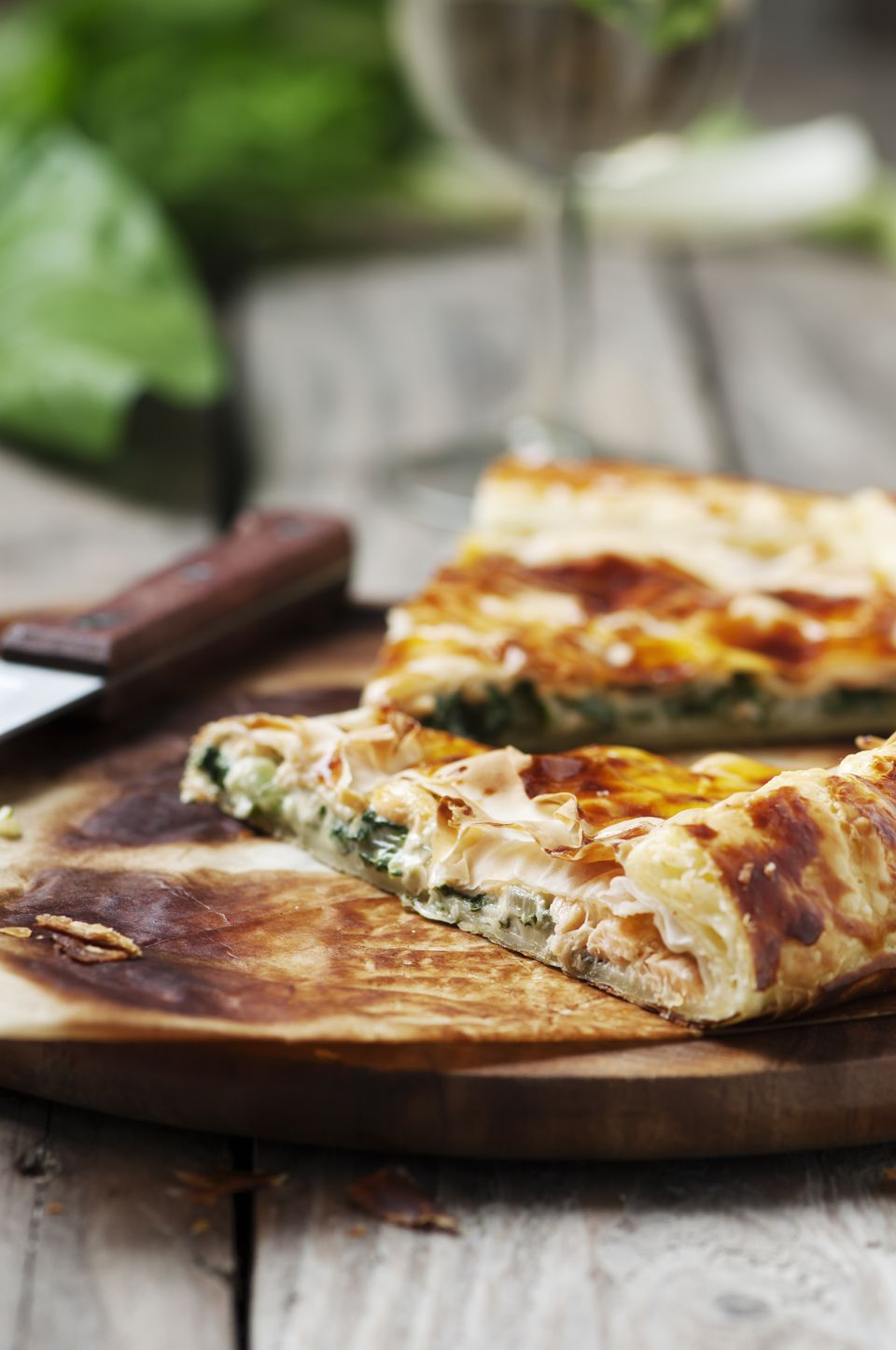 Salt pie with salmon, cream and spinach