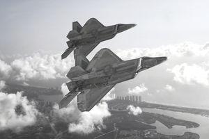 USAF F-22 Raptors in formation