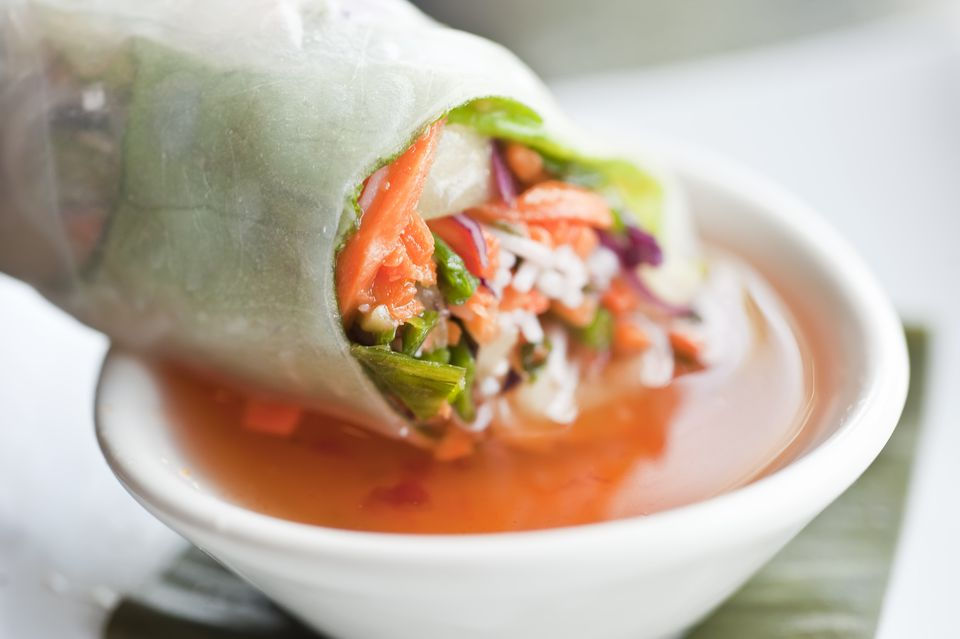 Vietnamese Vegetable Roll in Dipping Sauce