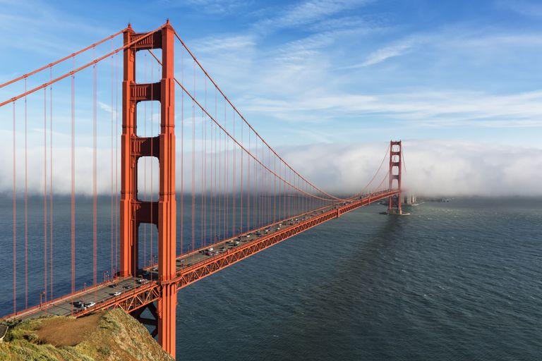 USA, California, San Francisco, Golden Gate Bridge seen from Hawk Hill