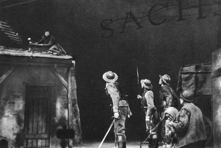 performance of Mother Courage play