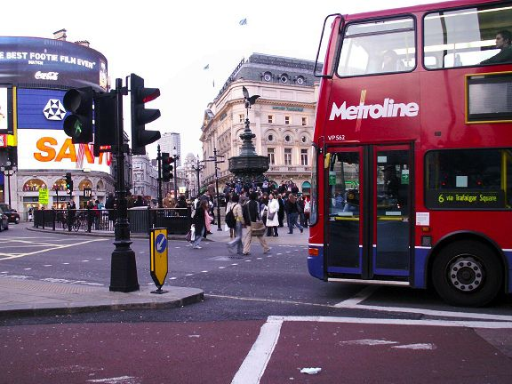 London Doubledecker Bus in Piccadilly Circus Picture