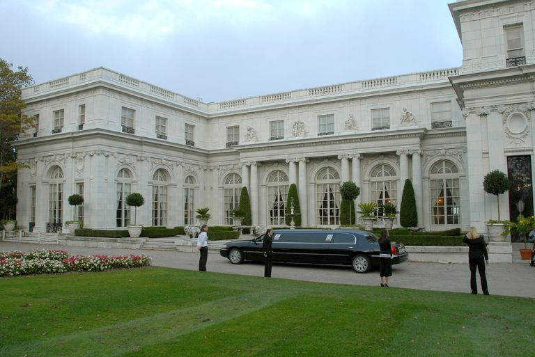 Limousine in front of Rosecliff Mansion in Newport, Rhode Island