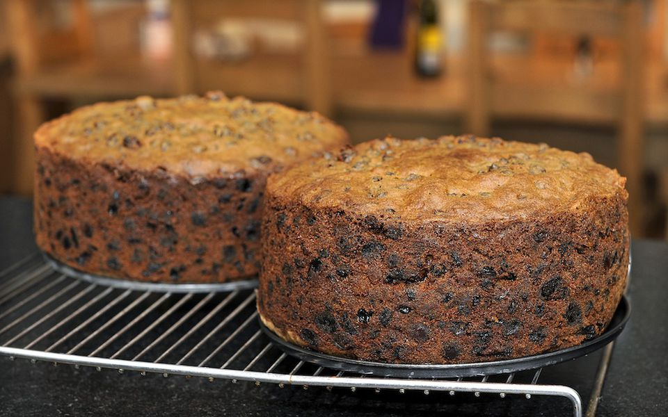 Should You Leave A Cake In The Tin To Cool