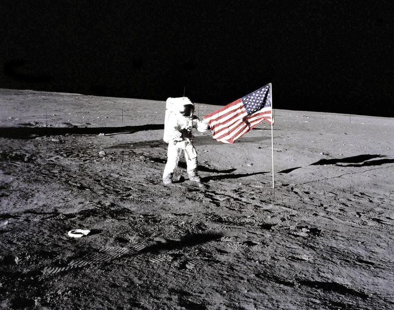 Bandera de EE. UU. en la luna