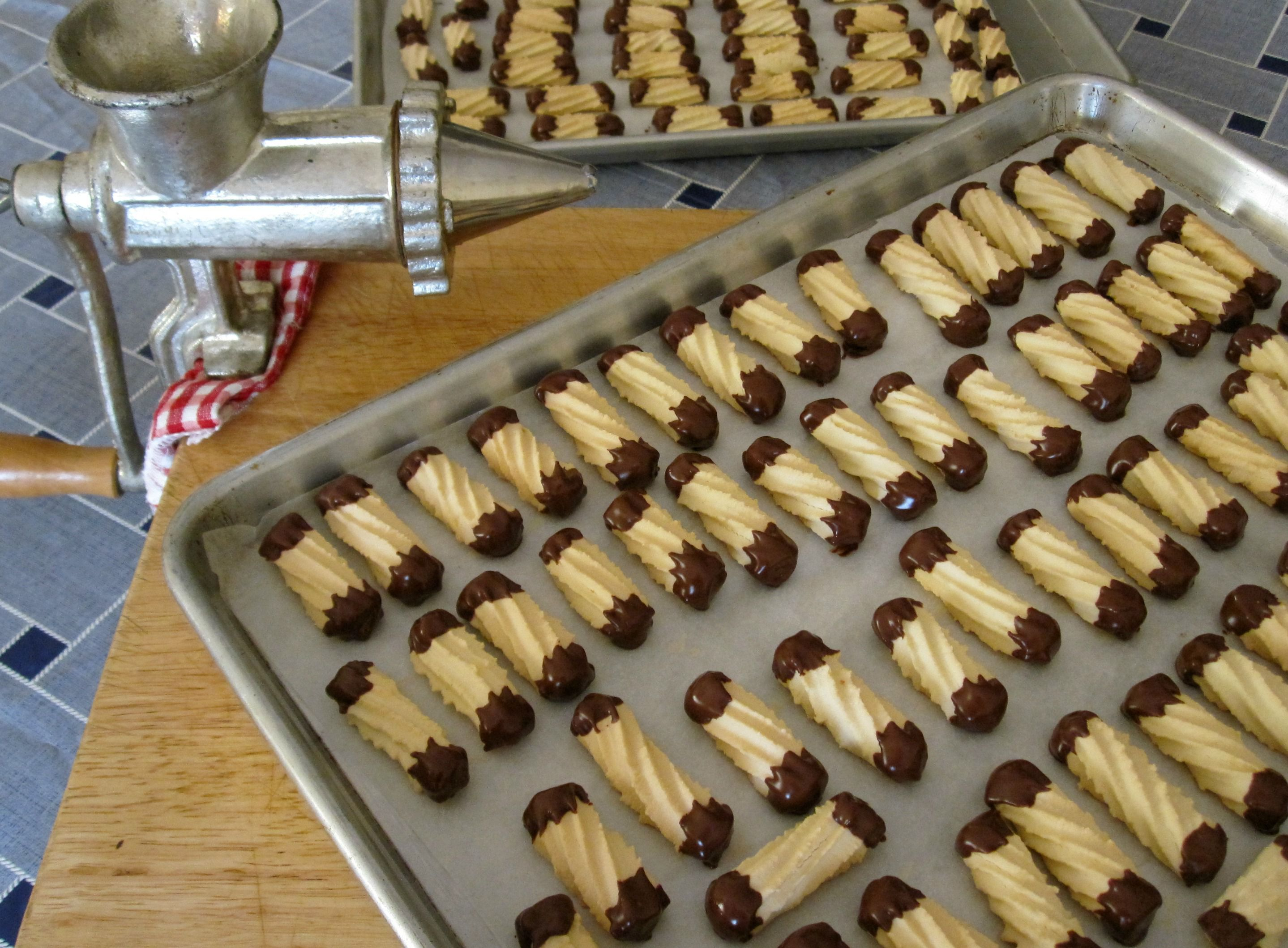 Halwa Dyal Makina Piped Moroccan Biscuits With Chocolate