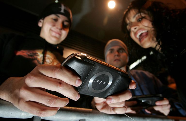 Kids playing with a PSP-1000