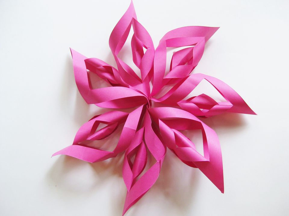 How to make a paper starburst kids 39 party decoration for Easy things to make out of paper for kids