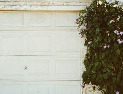how to remove a garage door