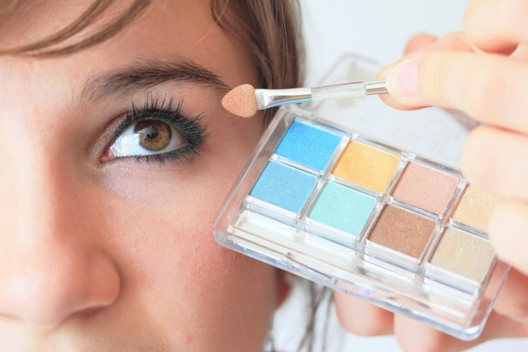 How To Choose Colors That Will Flatter Your Eyes