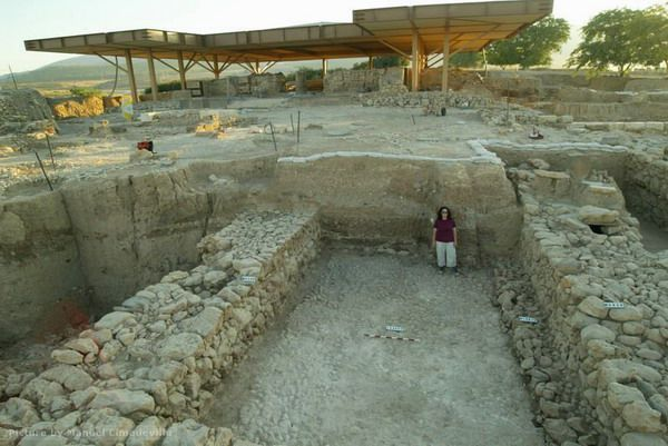Hazor, Israel: Large hall in the Middle Age Palace