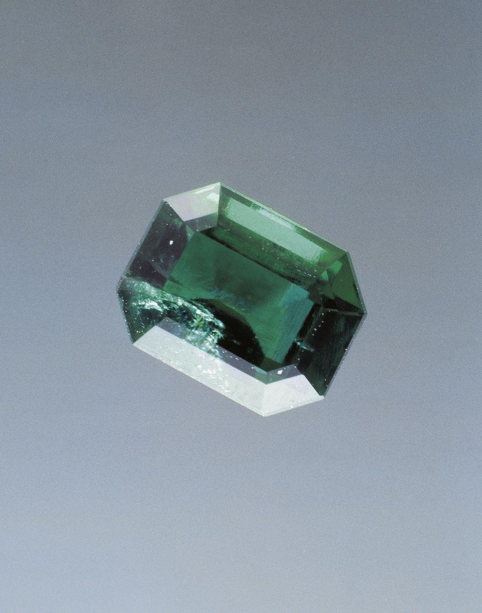 All about emerald, a silicate gem