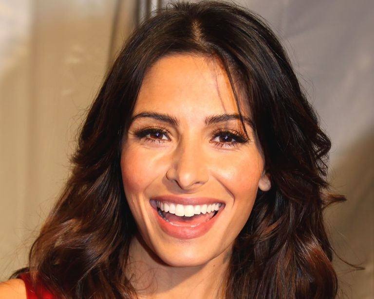 Sara Shahi playes Kate Reed in USA Network's