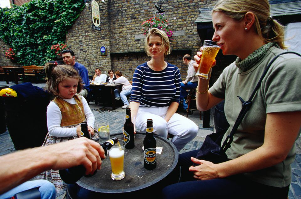 Favorite Irish Drinks To Order In A Pub Or To Take Home