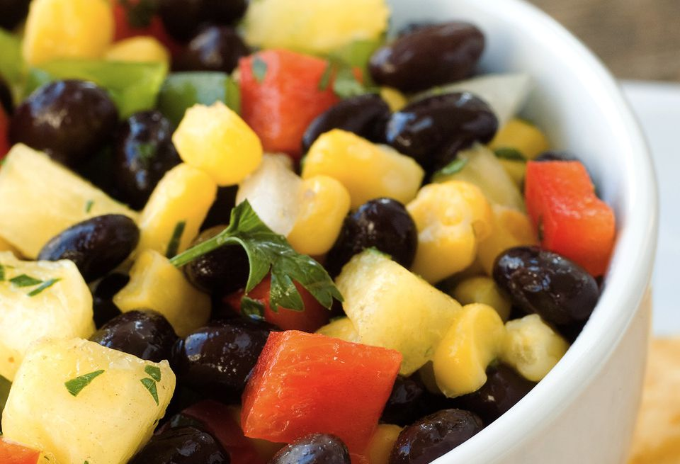Vegetarian mango and black bean salad