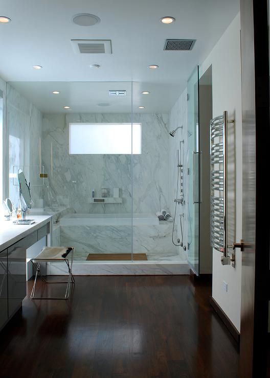 19 gorgeous showers without doors for Small and long bathroom designs