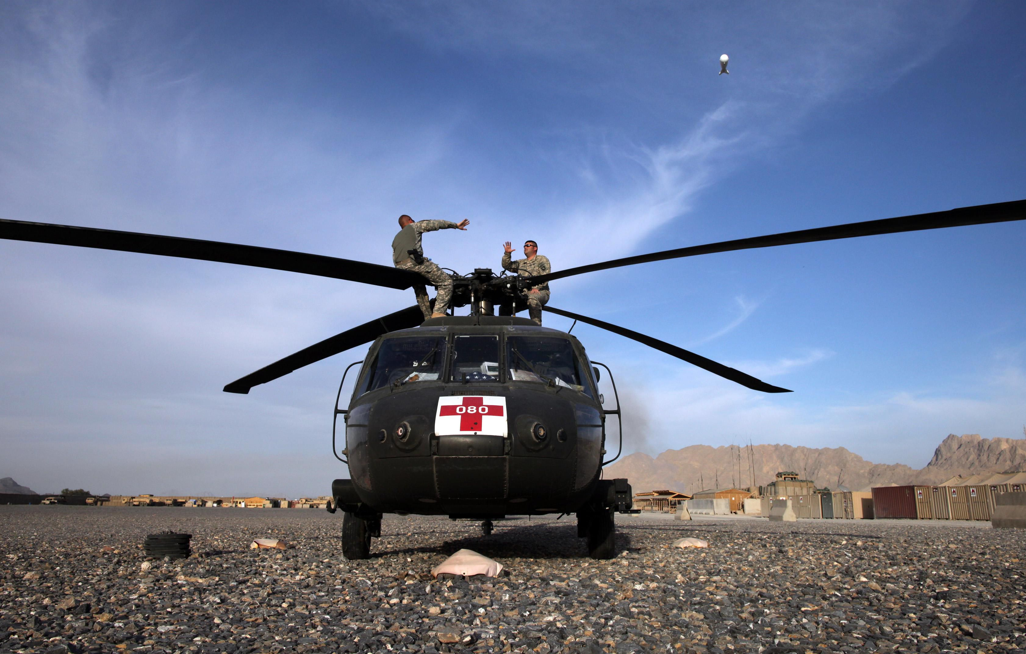 becoming an army helicopter pilot