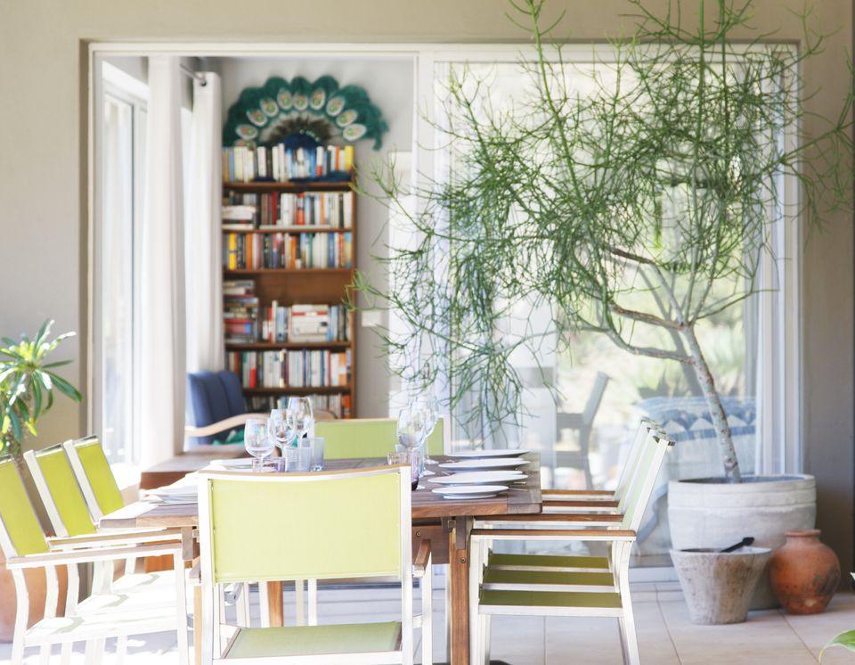 Styled-bookshelves-home-staging.jpg