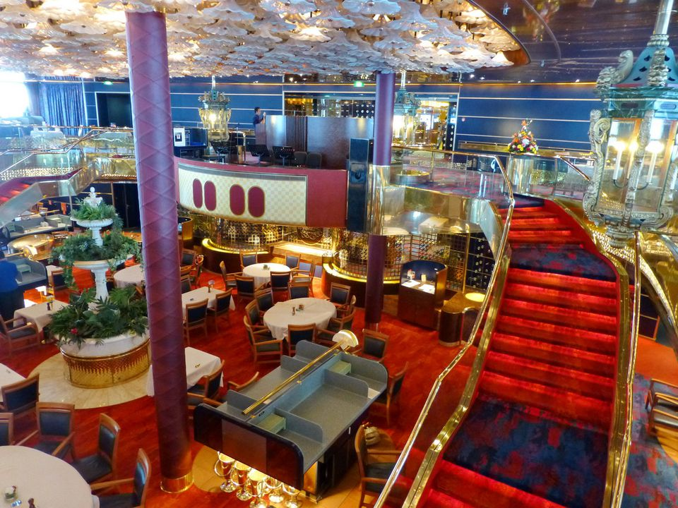 Main dining room on the Holland America ms Maasdam cruise ship