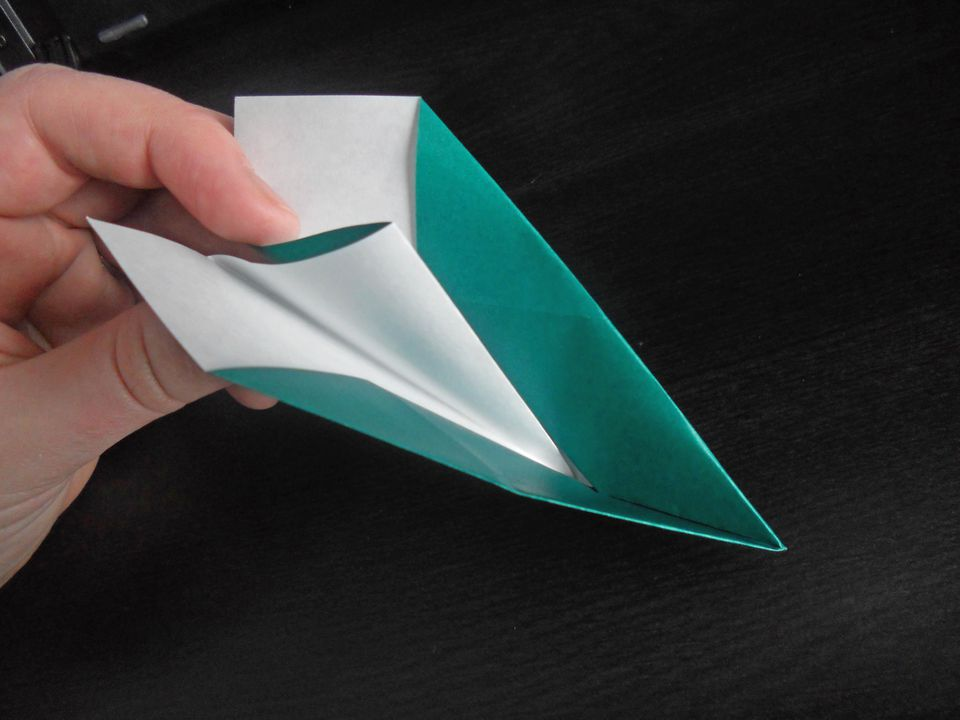 how to build a simple paper aeroplane