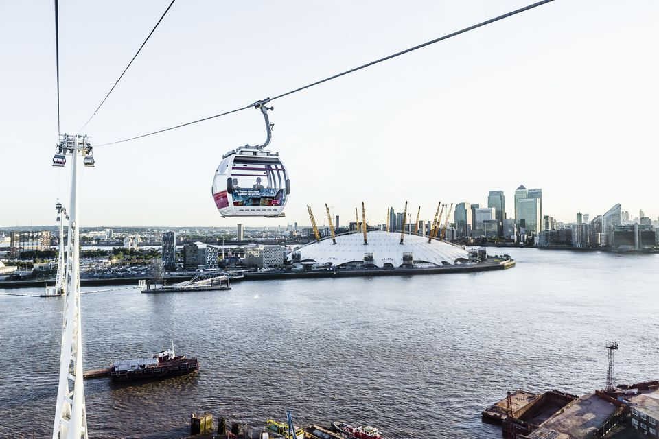 The Emirates Air Line (London's cable car), the Thames river, the Millennium Dome and, on the background, Canary Wharf
