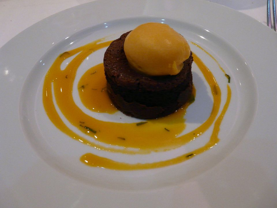 13 heavenly thai tropical dessert treats youll love chocolate mango mousse forumfinder Choice Image