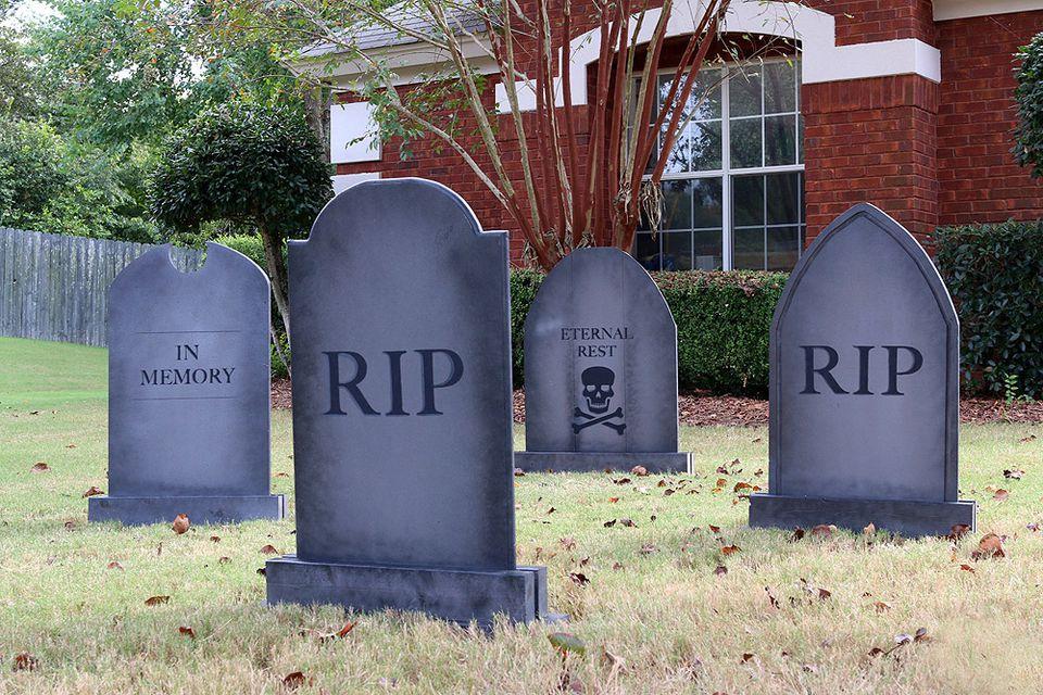 diy tombstones for halloween