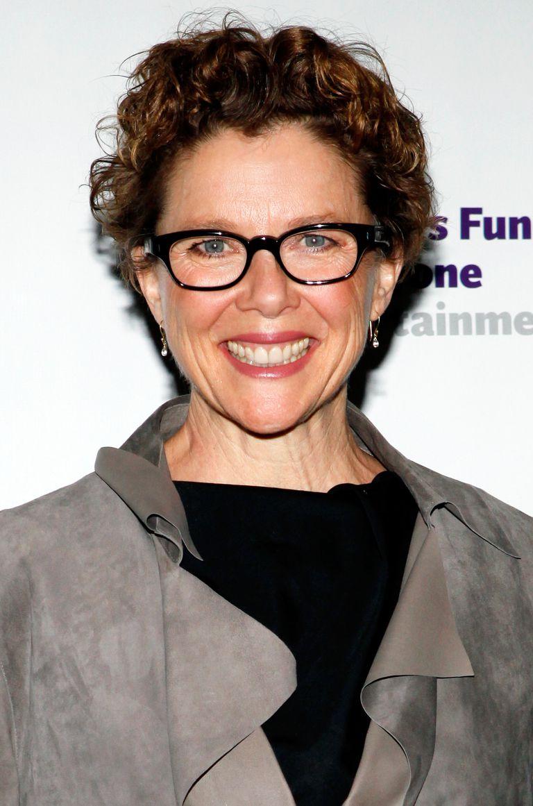 Choosing Eyeglass Frames For Older Women-6594