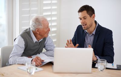 How Much Commission Does a Life Insurance Agent Earn?