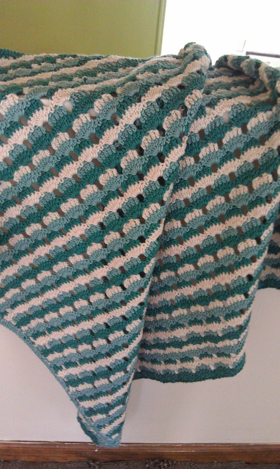5 beautiful free shell stitch crochet afghan patterns shells and stripes crochet lapghan free pattern bankloansurffo Gallery