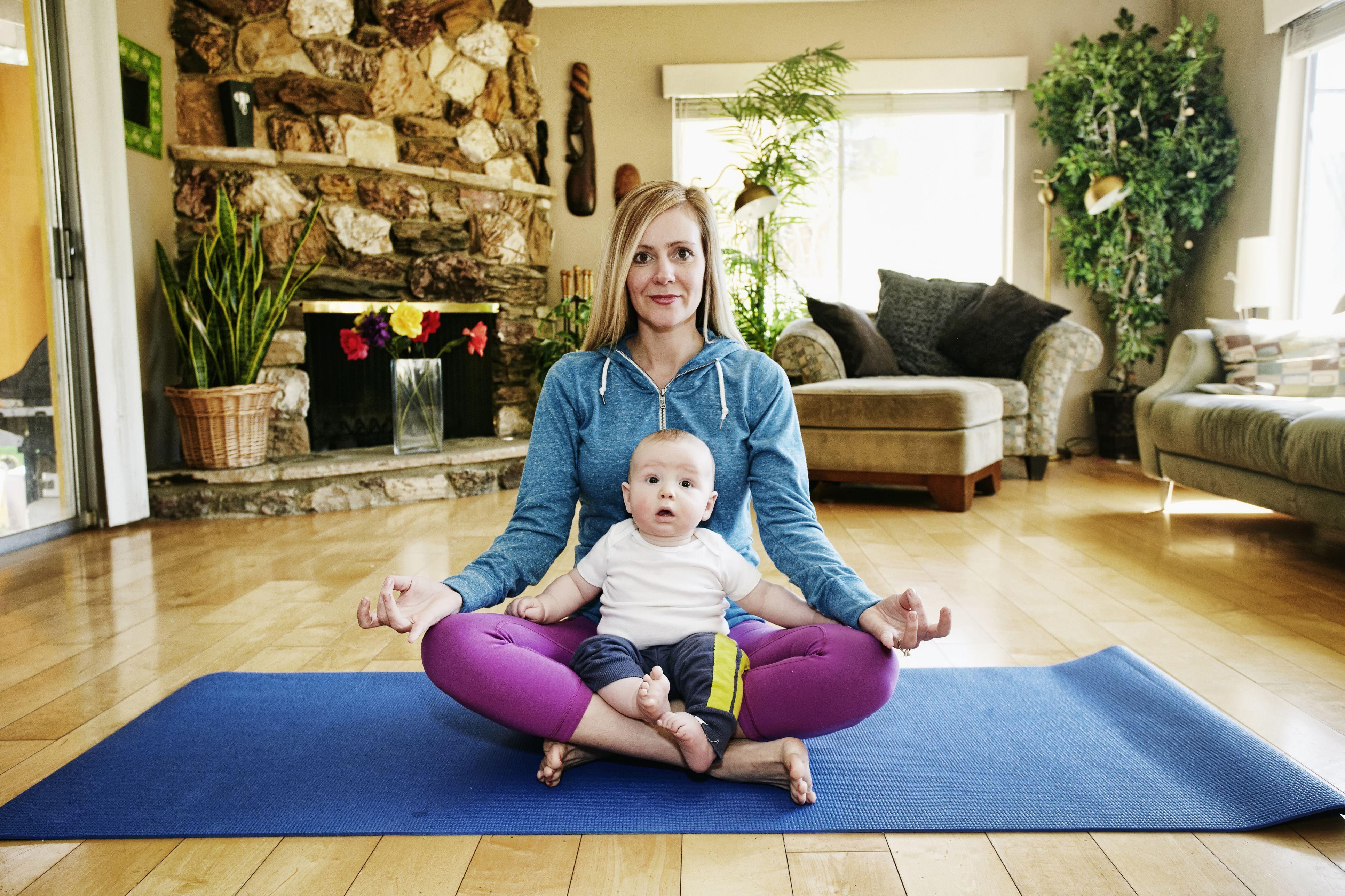 Breastfeeding Mom Takes Yoga to Another Multitasking Level