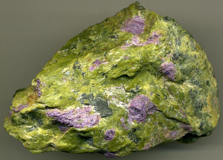 Stichtitic serpentinite