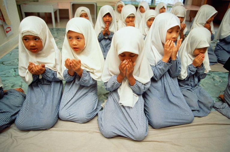 Malaysia,Kuala Lumpur,school girls reciting Koran