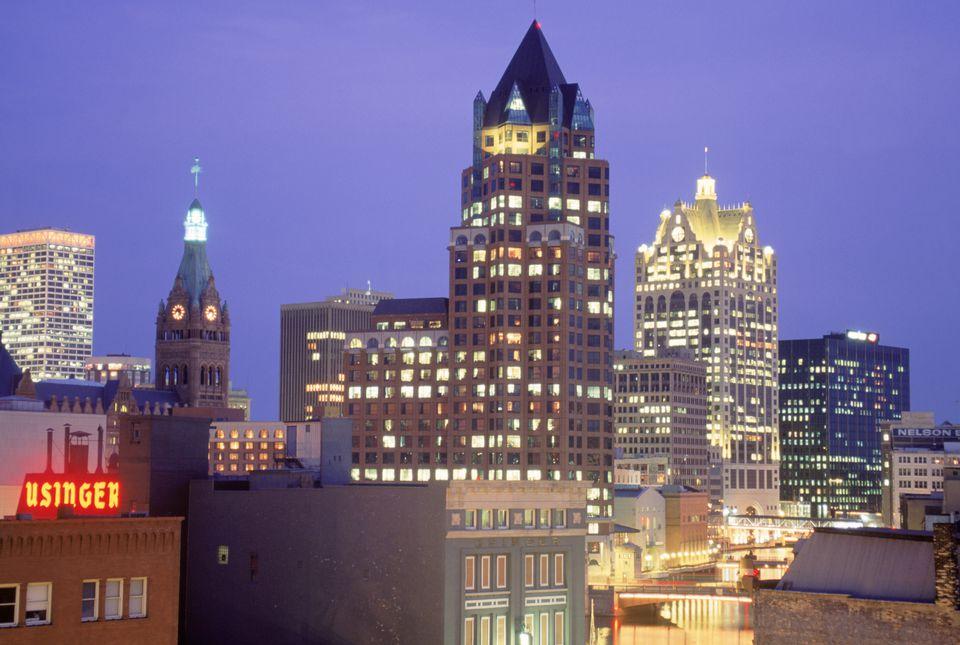 Downtown Milwaukee skyline, WI
