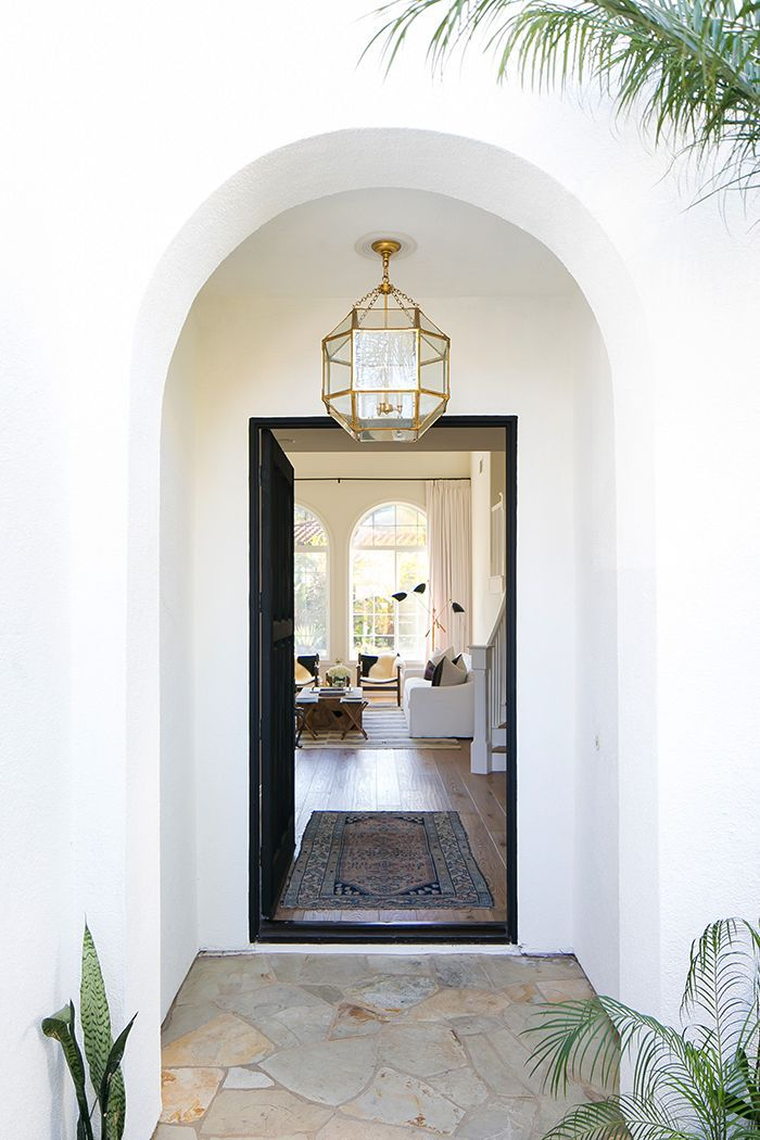 15 Entryway Decorating Ideas That Make a Stunning First ...
