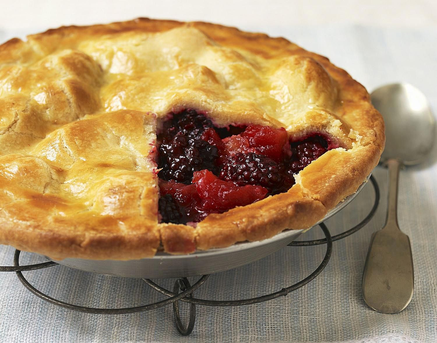 Classic British Apple And Blackberry Pie Recipe